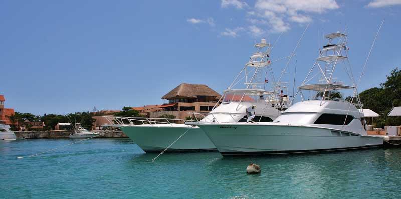 Puerto Aventuras fishing with Captain Rick boats moored