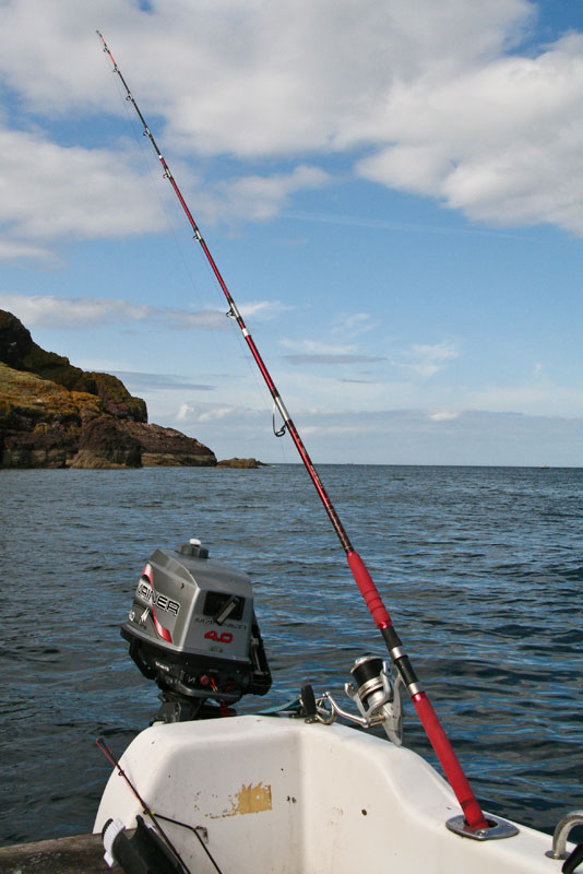 Grauvell Teklon 2400 boat rod in rod holder