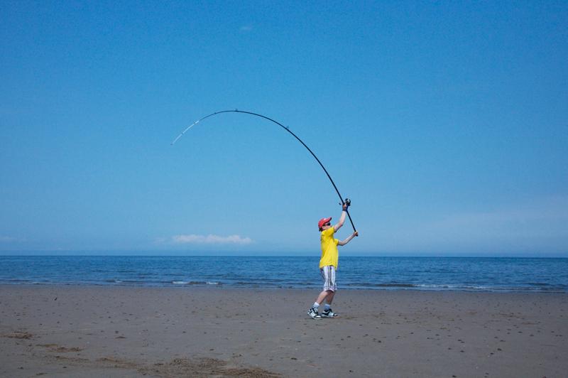 Shaun Cumming casting the Ultramarine Cinquemetri 130 beach rod