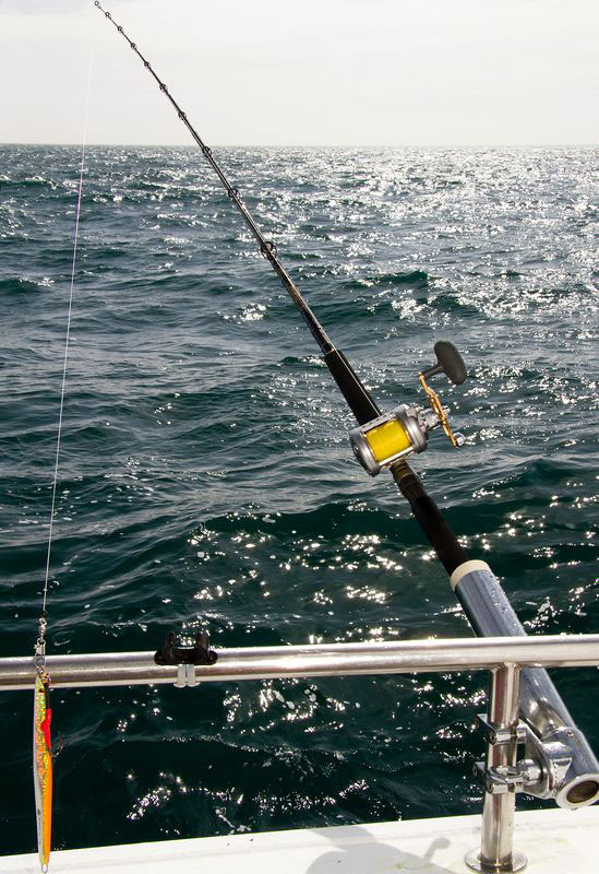 Daiwa Kenzaki 12-30lb 3-piece boat rod with reel at sea