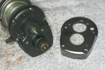 Shimano Tyrnos 10 Strip Down Maintenance side plate